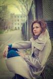 Jeune femme rêvante Photographie stock