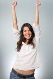 Jeune femme radieuse encourageant son succès photo stock