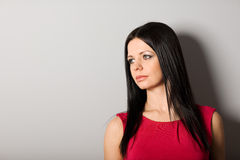 Jeune femme regardant loin Photographie stock