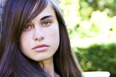 Jeune femme regardante fixement Image libre de droits