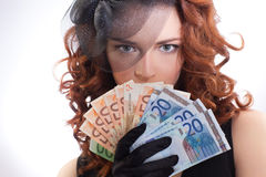 Jeune femme retenant l'euro argent Photographie stock libre de droits