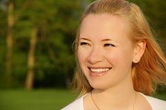Jeune femme riante Photos libres de droits