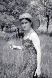 Jeune femme romantique dans le jardin Photographie stock