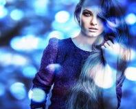 Jeune femme romantique sensuelle de beauté. Style multicolore d'art de bruit. photos libres de droits