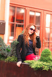 Jeune femme rousse d'affaires Images libres de droits