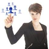 Jeune femme sélectionnant les amis virtuels bleus d'isolement Image stock