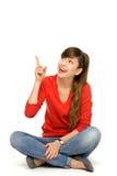 Jeune femme se dirigeant vers le haut Image stock