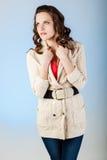Jeune femme sensuelle avec de beaux longs poils bruns Images libres de droits