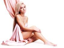 Jeune femme sensuelle avec le beau corps. Images libres de droits
