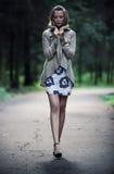 Jeune femme seule Image stock