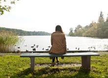 Jeune femme seule Image libre de droits
