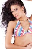 Jeune femme sexy dans le bikini image stock