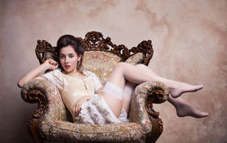 Jeune femme sexy de vintage dans le corset Image libre de droits