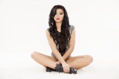 Jeune femme sexy mince dans la lingerie sur le fond blanc Photographie stock