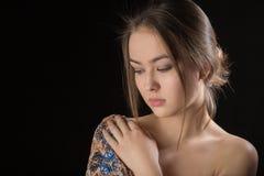 Jeune femme songeuse triste images libres de droits