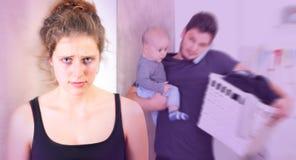 Jeune femme souffrant de la dépression puerpérale photos stock