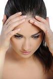 Jeune femme souffrant un mal de tête Images stock