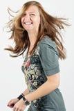 Jeune femme souriant et dansant Photo libre de droits