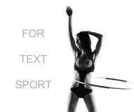 Jeune femme sportive avec le cercle photos libres de droits