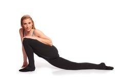 Jeune femme sportive dans la séance d'entraînement d'échauffement Images stock
