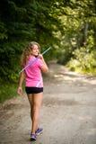 Jeune femme sportive portant un javelot Images libres de droits
