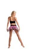 Jeune femme sportive posant dans le costume de sport de danse Images stock
