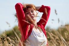 Jeune femme supérieure sexy en harmonie avec la nature Photographie stock