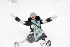 Jeune femme sur la neige Photo libre de droits