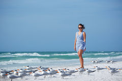 Jeune femme sur la plage de clé de sièste, la Floride Photo stock
