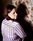 Jeune femme, temps à l'extérieur. Photo libre de droits