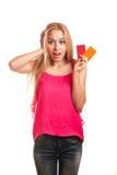 Jeune femme tenant des cartes cadeaux Photos libres de droits