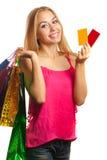 Jeune femme tenant des cartes cadeaux et des paniers Images libres de droits