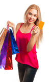 jeune femme tenant la carte cadeaux Photo stock
