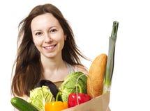 Jeune femme tenant le grand sac des épiceries de Healthly - Imag courant Images stock