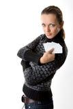 Jeune femme tenant les cartes vierges Photo stock