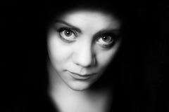 Jeune femme timide de Bigeye Image libre de droits