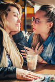 Jeune femme triste avec l'ami Photographie stock