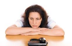 Jeune femme triste avec le téléphone Photographie stock libre de droits