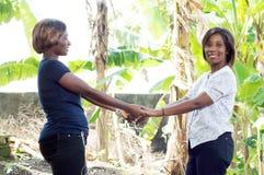 Jeune femme unie et heureuse Photographie stock libre de droits