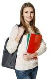 Jeune femme utilisant un sac à dos et retenant des botebooks Photo libre de droits
