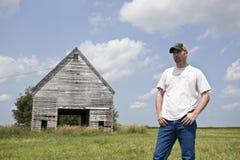 Jeune fermier - vieille ferme Photos stock