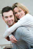 Jeune ferroutage de couples Photographie stock libre de droits