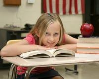 Jeune fille à l'école Images libres de droits