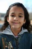 Jeune fille à l'extérieur en hiver Image stock