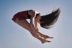 Jeune fille acrobatique Image stock