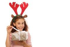 Jeune fille adorable avec un cadeau de Noël photo stock