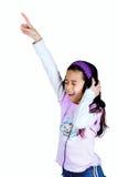Jeune fille appréciant sa chanson préférée Image libre de droits