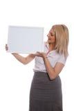 Jeune fille attirante retenant le panneau de message sans texte photos stock