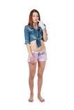Jeune fille attirante tenant de vive voix le doigt dans l'ove blanc de gant Image stock