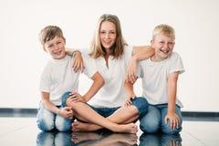 Jeune fille avec des frères Image stock